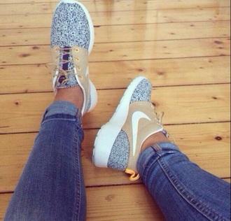 heart gold nike running shoes sneakers sportswear style lovely shoes nike free run nike sneakers nike air women