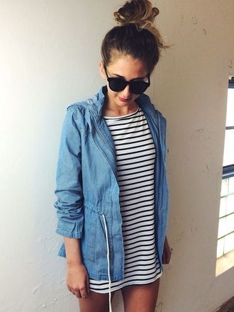 jacket blue black and white t-shirt dress denim jacket