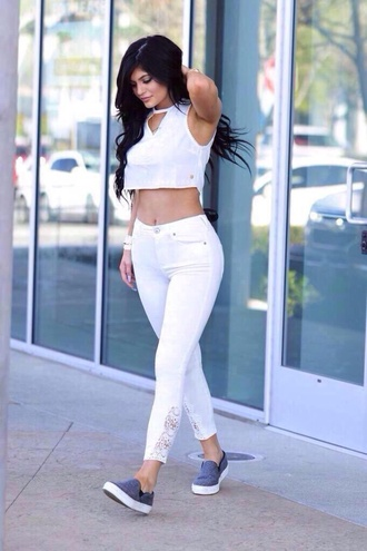 jeans kylie jenner white white jeans white crop tops cut out crop top shoes