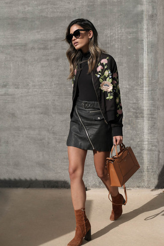 skirt tumblr mini skirt leather skirt black leather skirt black skirt top black top black turtleneck top turtleneck jacket floral floral jacket boots high heels boots ankle boots suede suede boots bag brown bag sunglasses