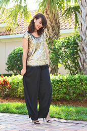 fashion bananas,pants,t-shirt,shoes,sequin shirt,sequins,gold sequins,gold,black pants,sandals,sandal heels,high heel sandals