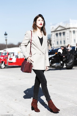le fashion image blogger jacket t-shirt bag jeans nude blazer jeanne damas blazer top black top black jeans brown bag boots brown boots