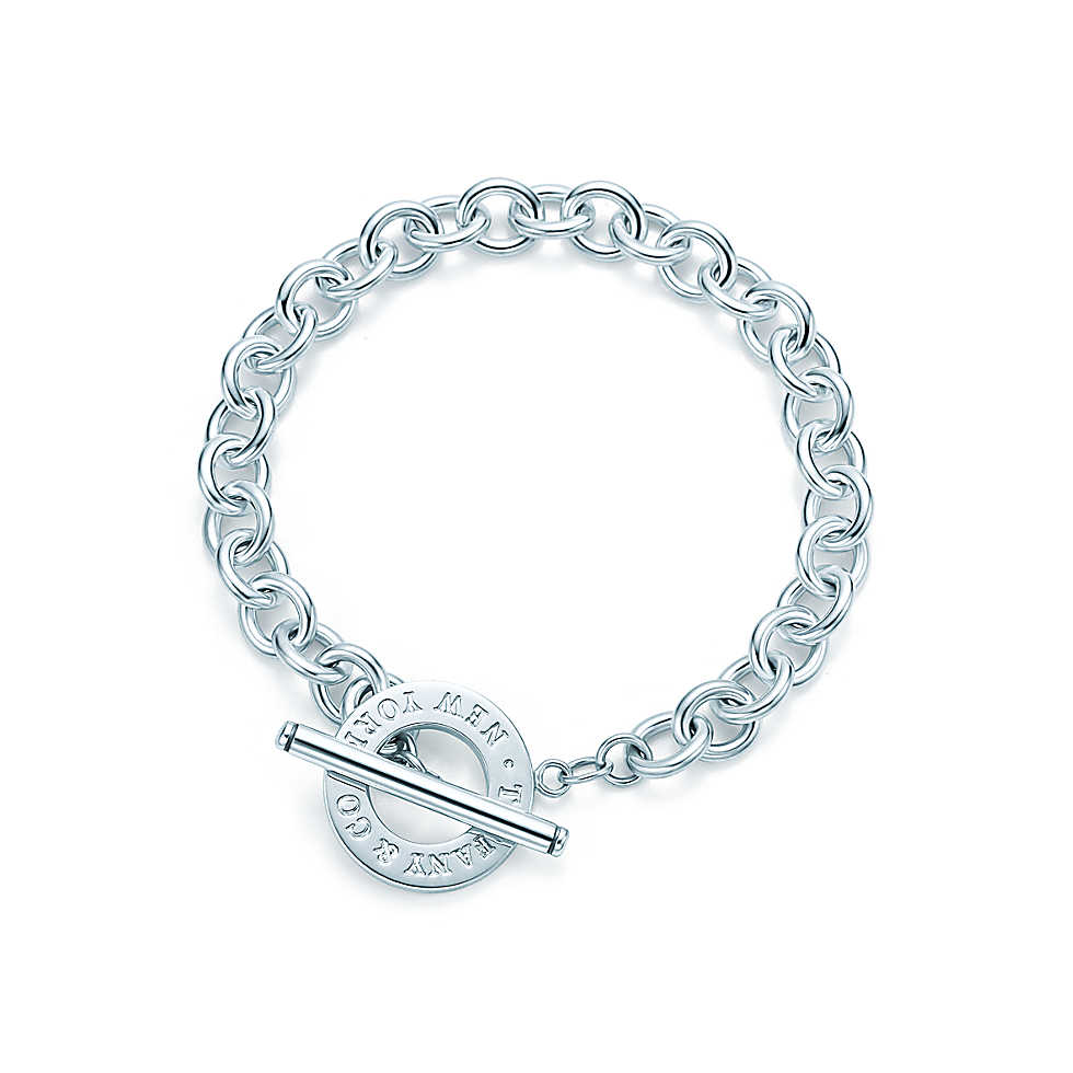 Toggle bracelet in sterling silver.               
