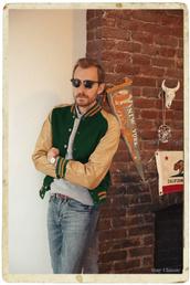 stay classic,blogger,baseball jacket,menswear,mens jacket,hipster menswear,jacket,sweater,shirt,jeans,sunglasses,jewels,mens baseball jacket