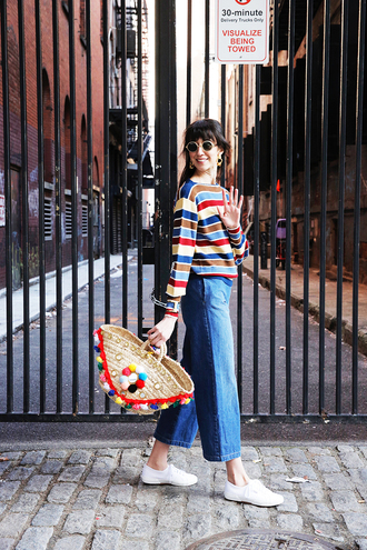 man repeller blogger beach bag striped top cropped jeans