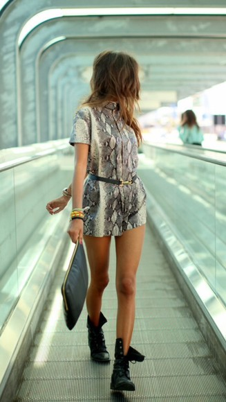 snake snake print pants summer shorts jumpsuit summer outfits black belt little black boots girly tanned blouse black and gold clutch black bag gold details blonde hair short hair
