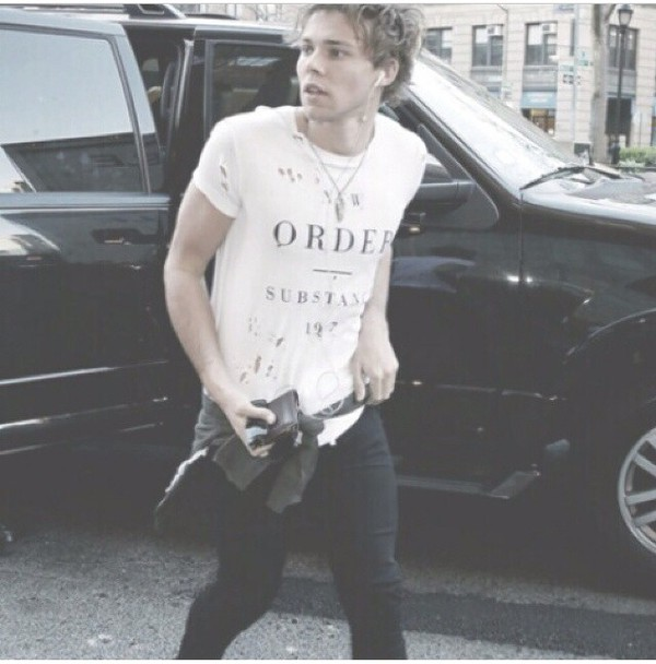 t-shirt white ashton irwin 5 seconds of summer