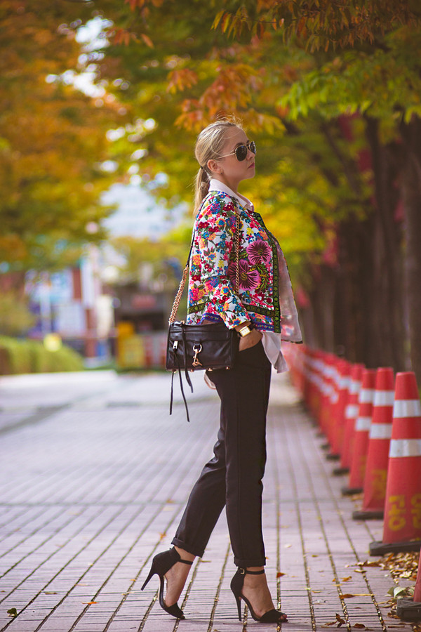 my blonde gal blogger jacket bag jewels sunglasses print heels