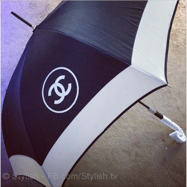 jewels chanel umbrella black and white