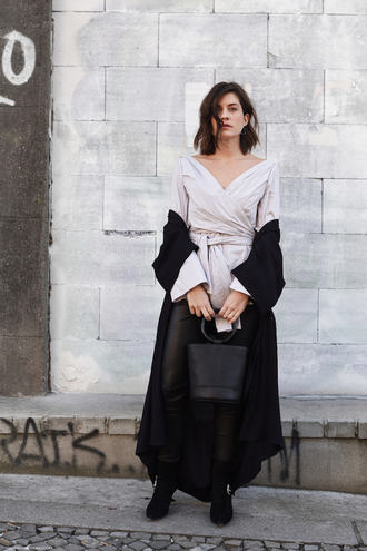viennawedekind blogger shirt pants shoes jewels bag