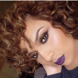 make-up purple lipstick