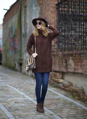 from brussels with love blogger sweater jeans shoes bag