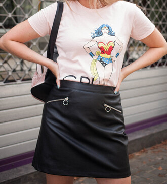skirt tumblr mini mini skirt leather skirt black leather skirt t-shirt pink t-shirt