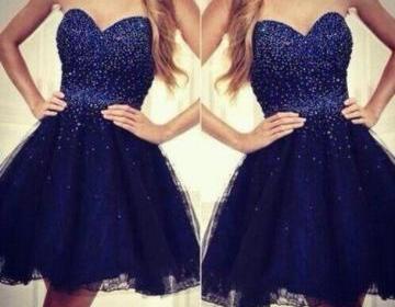 Short navy blue sweetheart neckline..
