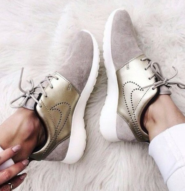 NEW! Women\'s NIKE ROSHE ONE PRM SUEDE 820228 200 - Size: 8.5 (25.5cm)