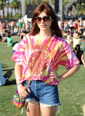 coachella,tie dye,pizza,Make Pizza Not War,shorts,t-shirt