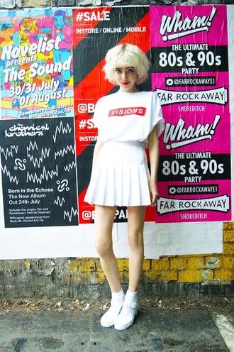 stella's wardrobe blogger t-shirt skirt shoes
