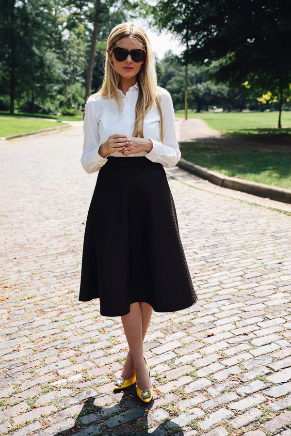 barefoot blonde blogger top shoes skirt sunglasses make-up