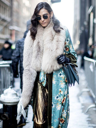 coat nyfw 2017 fashion week 2017 fashion week streetstyle printed coat floral floral coat fur scarf scarf skirt gold skirt pleated pleated skirt metallic pleated skirt leather gloves gloves bag blue bag sunglasses