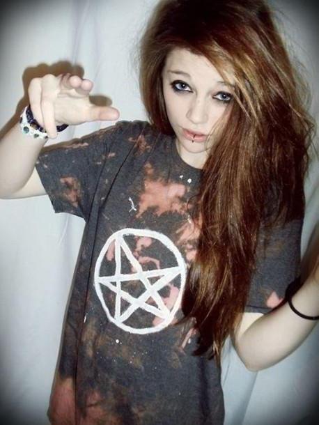 T-shirt: indie, grunge, tumblr girl, clothes, shirt, black ...  T-shirt: indie,...