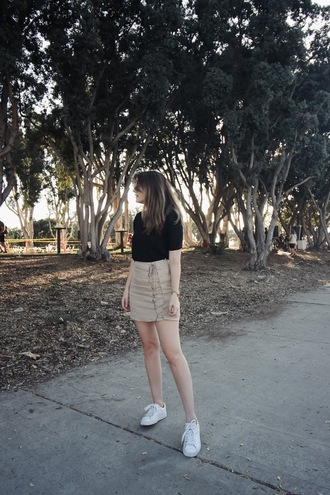 these days blogger skirt shirt shoes black top sneakers summer outfits