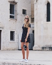 dress,printed dress,mini dress,sneakers,bag,sunglasses