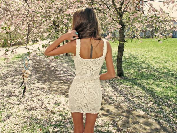 улеглась на спину в платье в юбке фото