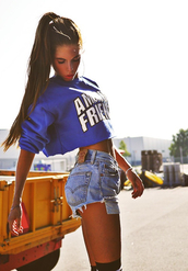 sweater,cropped sweater,blue sweater,top,blue crop top,crop tops,blue top,crop sweatshirt,denim shorts,blue shorts