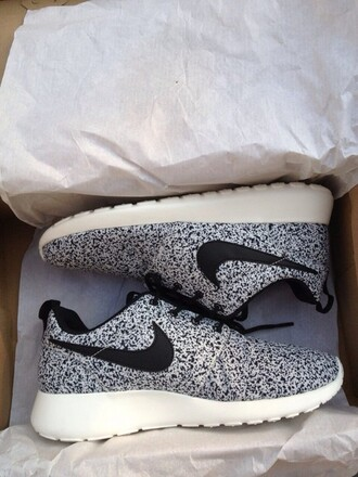 shoes nike roshe run running shoes grey shoes girly shoes
