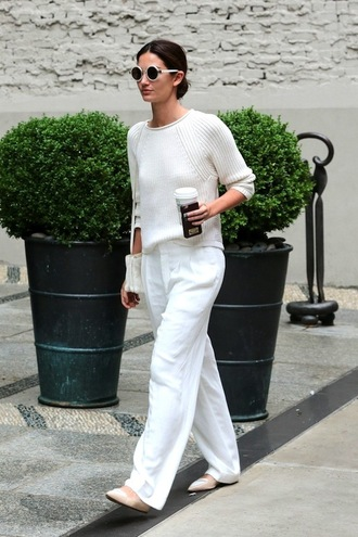 le fashion blogger sunglasses sweater pants all white everything