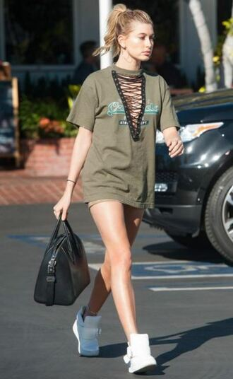 skirt top sneakers hailey baldwin t-shirt plunge v neck lace up