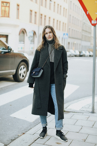 carolines mode blogger shoes jeans coat bag sweater t-shirt fall outfits chanel bag grey coat sneakers