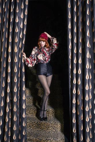 miss pandora blogger black shorts turban printed blouse