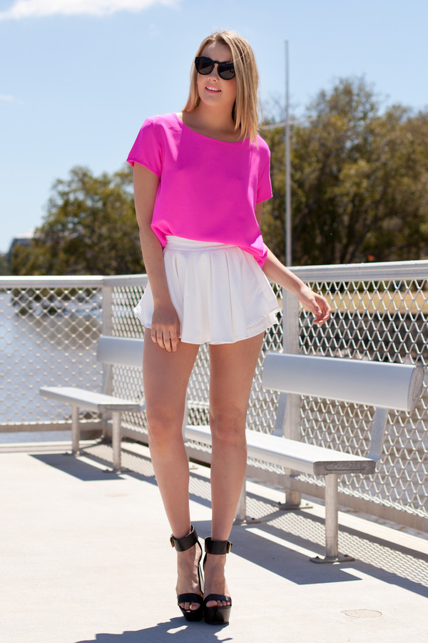 shirt neon pink pink pretty cute white skorts t-shirt pink t-shirt white skort shop fashion avenue