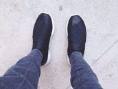 shoes,nike,roshe runs,sporty,nike running shoes,nike roshe run,black