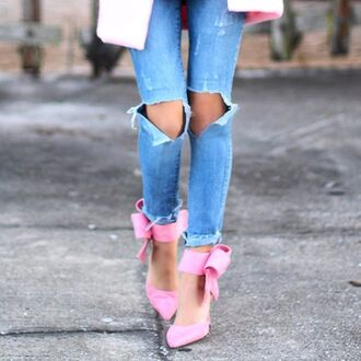 jeans ripped jeans ripped denim preppy ripped jeans bow heels bow high heels pink heels light pink heels light pink pink pink bow pink bow high heels valentines day valentines day gift idea valentines day gift ideas beanie pom pom beanie preppy ripped denim