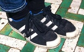 shoes,black,white,stripes,black and white trainers,suede,blue lining,blue,trainers,adidas,adidas shoes,adidas originals