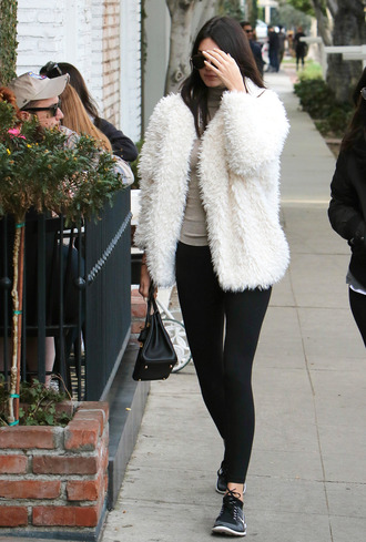 kendall jenner turtleneck sneakers leggings jacket faux fur jacket fuzzy coat white fluffy coat celebrity style celebrity white coat black leggings nude top black bag model model off-duty white fur jacket