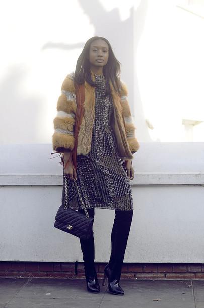 bisous natascha blogger dress fur coat black bag winter outfits