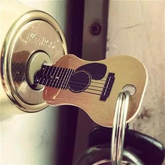 home accessory clef guitar keychain
