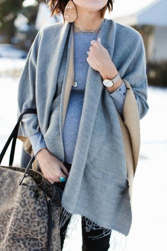 one little momma blogger t-shirt jeans shoes jewels bag sunglasses