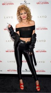 top,leggings,all black everything,gigi hadid,halloween,halloween costume,halloween makeup,halloween accessory,sandals,jacket,Gigi Hadid Leggings,celebrity halloween costume