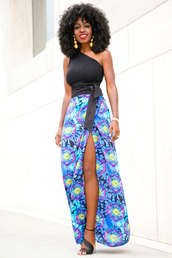blogger,tank top,belt,skirt,shoes,slit skirt,maxi skirt,blue skirt,floral skirt,black top,one shoulder,black girls killin it,black heels