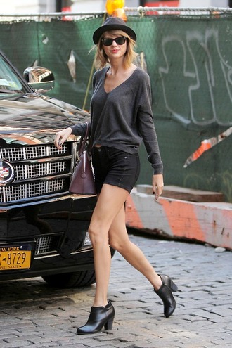 shorts sweater taylor swift streetstyle fall outfits boots