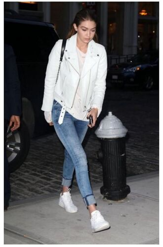 jacket jeans gigi hadid sneakers streetwear streetstyle model off-duty spring outfits shoes