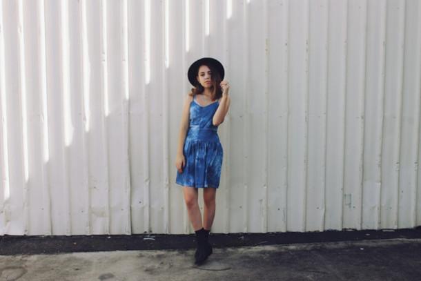 views of now blogger hat summer dress tie dye