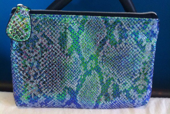 clutch make-up snake print holographic