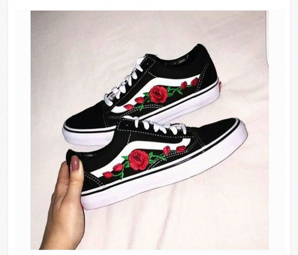 dba5e352b967f Rose Buds Red/Blk Unisex Custom Rose Embroidered-Patch Vans Old ...