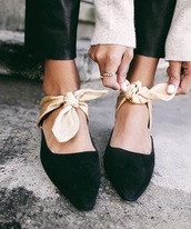 shoes,black,bow,gold,pretty,delicate