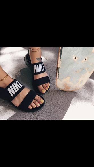 shoes nike nike shoes black and white black dress flip-flops